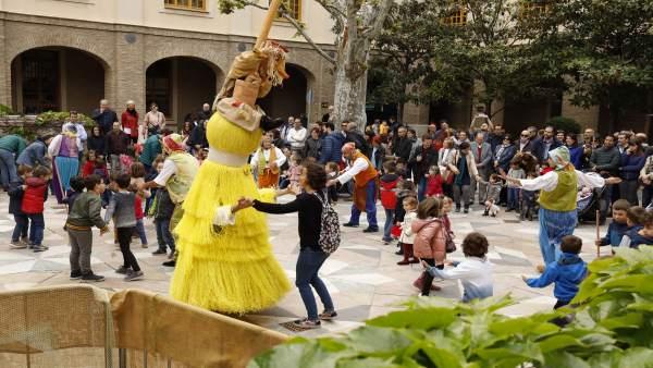 Más de 10.000 personas disfrutaron de la festividad de San Jorge en el Edificio Pignatelli