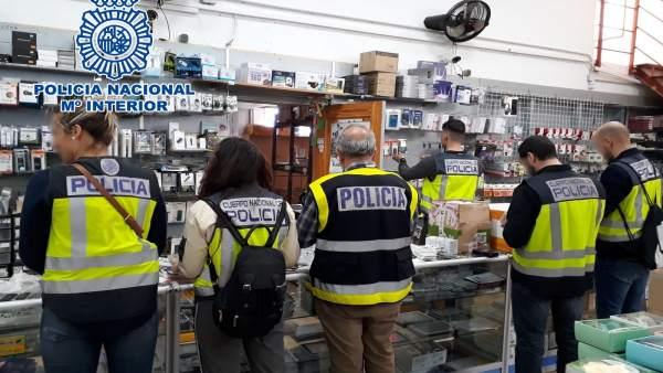 Alicante.- Sucesos.- Detenidos los seis presuntos cabecillas de un grupo que falsificó productos por valor de 6 millones