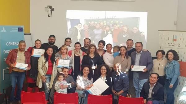 Sevilla.- La Fundación New Health y Cáritas finalizan el primer curso de cuidadores a domicilio para enfermos paliativos
