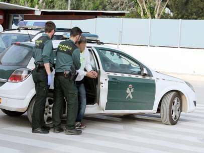 Sucesos.- La Guardia Civil detiene a un experimentado delincuente por asaltar dos veces en quince días un comercio