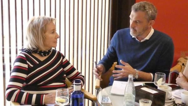 Reunión de Óscar Urraluru (Podemos) con la Asociación en defensa del Faro de Cabo de Palos
