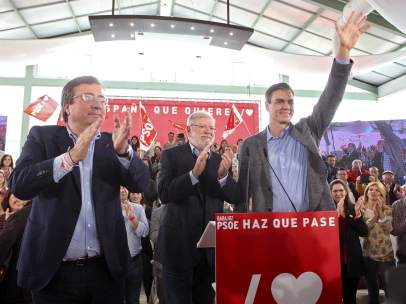 Fernández Vara, Rodríguez Ibarra y Sánchez, en Badajoz.