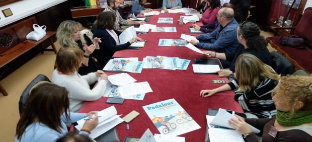 Cádiz.- El Ayuntamiento entrega 100 bicicletas a 17 centros educativos para combatir el sedentarismo infantil