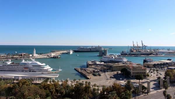 Presentan más de un millar de alegaciones contra el hotel de 135 metros previsto en el puerto de Málaga