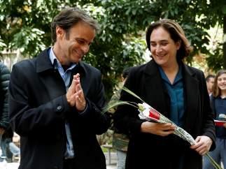 El cabeza de lista de En Comú Podem, Jaume Asens, y la alcaldesa de Barcelona, Ada Colau.