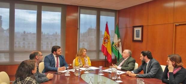 Np Y Foto Reunión Ana Mestre Y Miguel Rodríguez Reunión Colegio Graduados Social