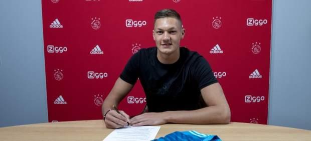 El nuevo fichaje del Ajax, castigado a escribir 100 veces que es el mejor equipo de Holanda