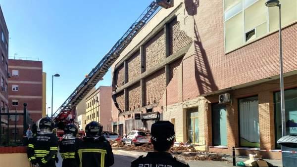Almería.-El Ayuntamiento insta medidas para asegurar el edificio del que se desprendió una fachada en la capital