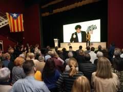 El expresidente catalán Carles Puigdemont interviene a través de videoconferencia en un mitin de JxCat.