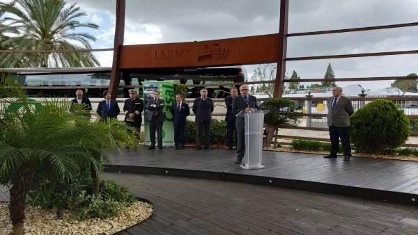 Sevilla.- La Junta felicita a Casal por rotular sus autobuses con la gesta de Magallanes