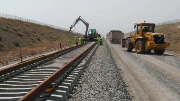 El Gobierno licita el suministro de balasto para el mantenimiento de la red ferroviaria en Extremadura por 2,8 millones
