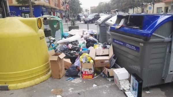 Almería.-Los trabajadores de recogida de basura levantan la huelga en Roquetas tras alcanzar un acuerdo con la empresa