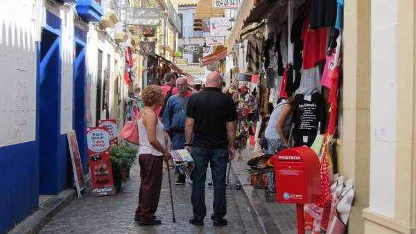 La alcaldesa de Córdoba no comparte aprobar ya la suspensión de licencias para pisos turísticos