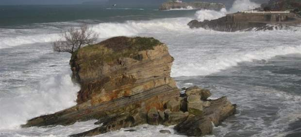 El oleaje afectará hoy a la costa cantábrica en un sábado de tiempo estable y algún chubasco débil y ocasional