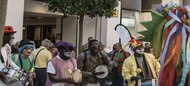 Cádiz.- Pasacalles por el centro de Algeciras para estrenar la nueva extensión del Festival de Cine Africano