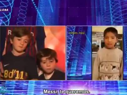 Niños argentinos alaban a Messi