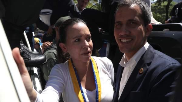 Juan Guaidó y la líder opositora María Corina Machado Parisca