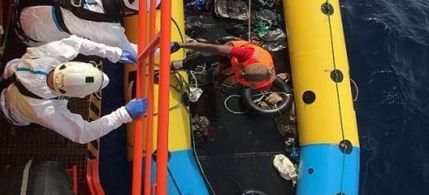 Cádiz.- Sucesos.- Trasladadas a Algeciras 18 personas rescatadas de dos pateras