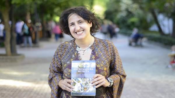 Israel J. Espino lleva el misterio a la Feria del Libro con su obra 'Extremadura Secreta: brujas, sabias y hechiceras'