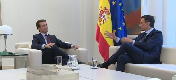 Sánchez convoca a Casado en La Moncloa, que le reitera su 'no' a la investidura