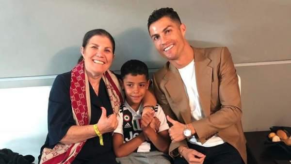 Dolores Aveiro con Cristiano Ronaldo y su nieto
