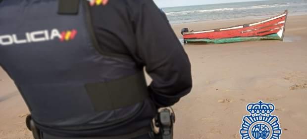 Nota De Prensa: Localizados En Cádiz Cuatro Personas Tras Haber Llegado En Pater