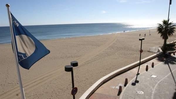 Bandera Azul en una playa.