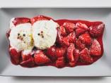 Fresas flambeadas con ron y pimienta