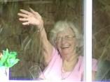 "Tinney Davidson, ""la abuela que saluda"""