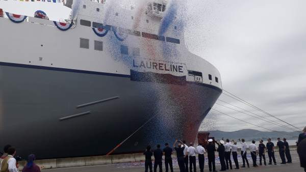 La naviera CLdN bautiza en el puerto de Santander el buque ro-ro Laureline