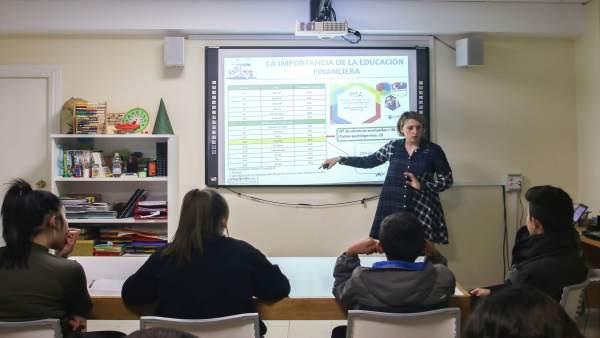 Málaga.- Unicaja.- Menores en riesgo de exclusión social reciben educación financiera del proyecto Edufinet y Altamar