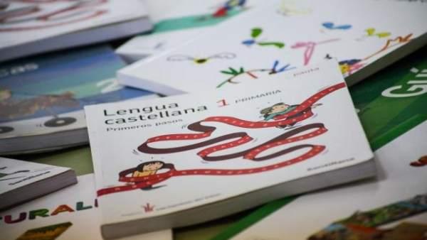 La CNMC cuestiona el suministro del programa de préstamo de libros de texto por perjudicar a las pequeñas librerías