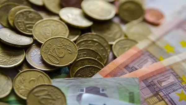 Economía/Macro.- El Tesoro coloca 4.080 millones en bonos y obligaciones y baja el interés