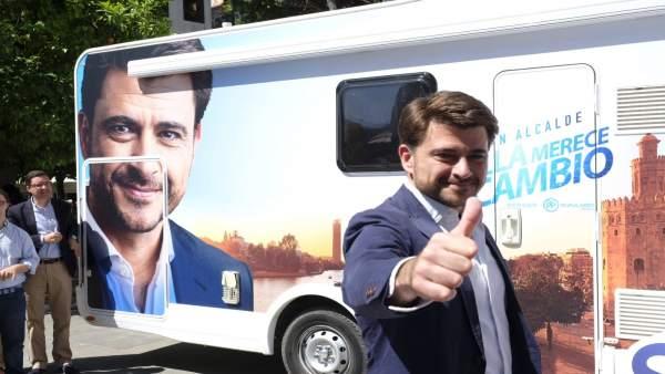 Sevilla.-26M.-Pérez promete someterse al control de vecinos en asambleas anuales para 'atender los verdaderos problemas'