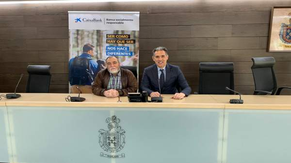 CaixaBank renueva su acuerdo de colaboración con la jubiloteca de Burlada, que celebra su cuarto aniversario