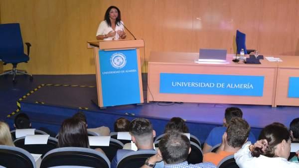 Almería.-La presidenta del Parlamento imparte una conferencia sobre liderazgo político en el siglo XXI en la UAL