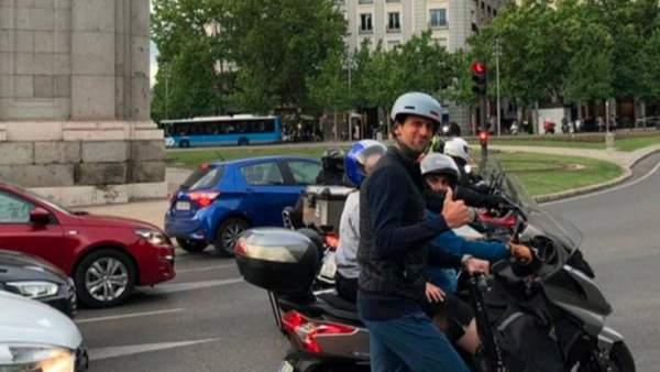 Djokovic en patinete por Madrid