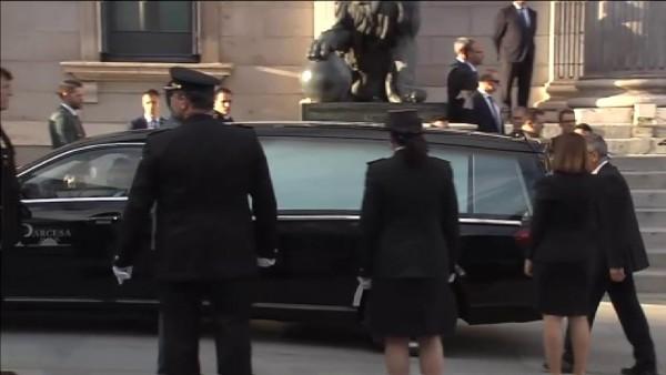 Así ha sido la llegada del féretro de Rubalcaba al Congreso de los Diputados