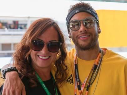 Neymar junto a su madre, Nadine