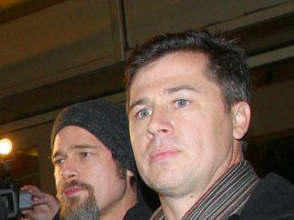 Brad Pitt y otros actores que tienen 'clones' como hermanos