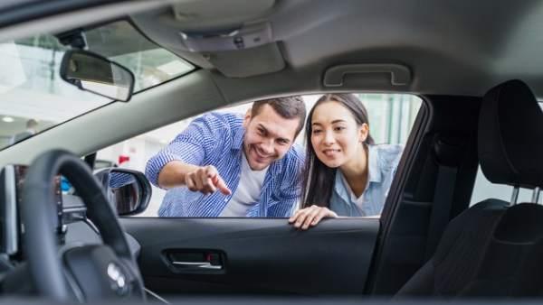 Concesionario o internet: ¿dónde es mejor informarse para comprar un coche?