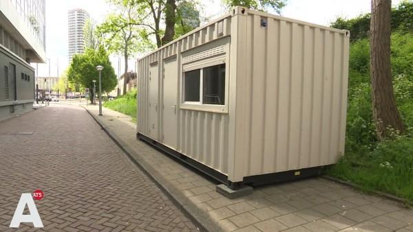 El contenedor que se alquila por Airbnb como una casa limpia con baño privado.