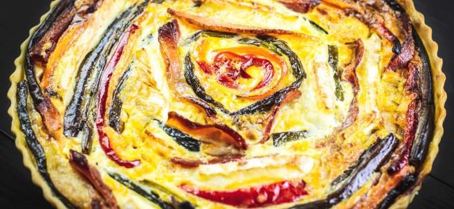 Quiche de verduras asadas, queso y bacon