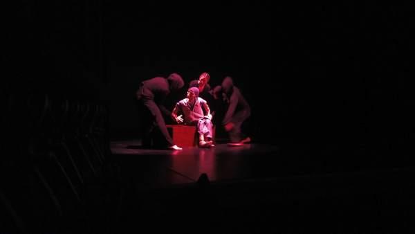 Las agrupaciones 'El Chonchón' y 'Zero en Conducta'; inauguran la XXXV edición de Titirimundi en el teatro Juan Bravo