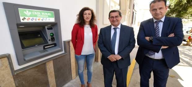 Granada.- Calicasas estrena cajero automático después de tres años sin servicios bancarios