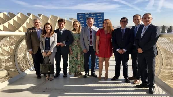 Sevilla.-26M.- Tenso debate de los candidatos, que se enzarzan por la reducción de impuestos, el metro y barrios pobres