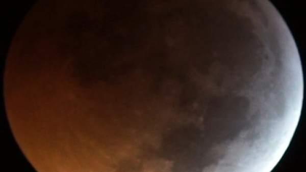 Huelva.-Medios internacionales se hacen eco de los cálculos del profesor de la UHU sobre el meteorito que golpeó la luna