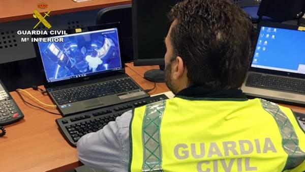 Sucesos.- La Guardia Civil detiene/investiga a dos personas dedicadas a cometer robos y hurtos por el método del abrazo