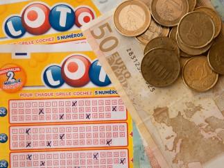 Juego de la lotería con dinero