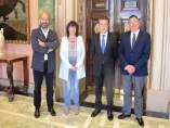 Diputación de Álava y Renfe estudian incorporar la tarjeta BAT como medio pago en los trenes
